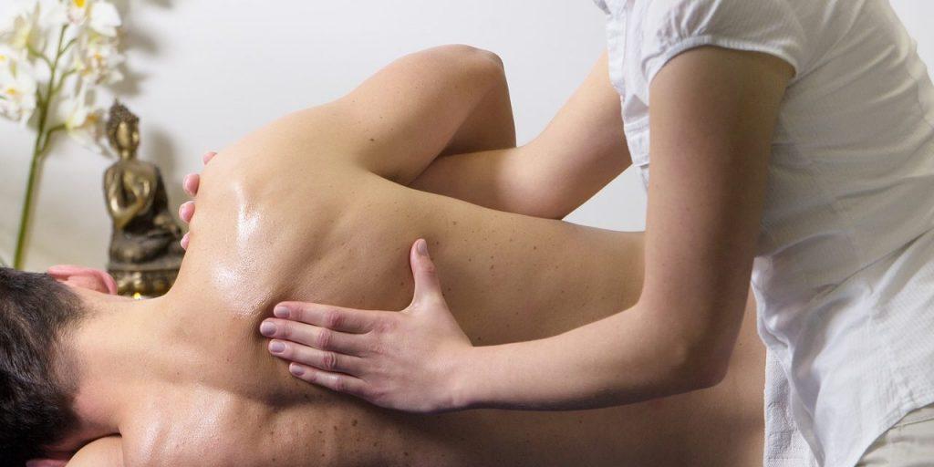 Masajes Descontracturante en Sevilla. Solicita tu cita online en nuestro centro de masajes.